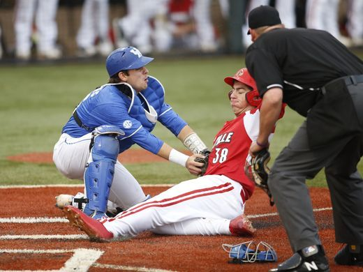 Nashville SPorts News Kentucky Beat No.2 Louisville 11-7 2