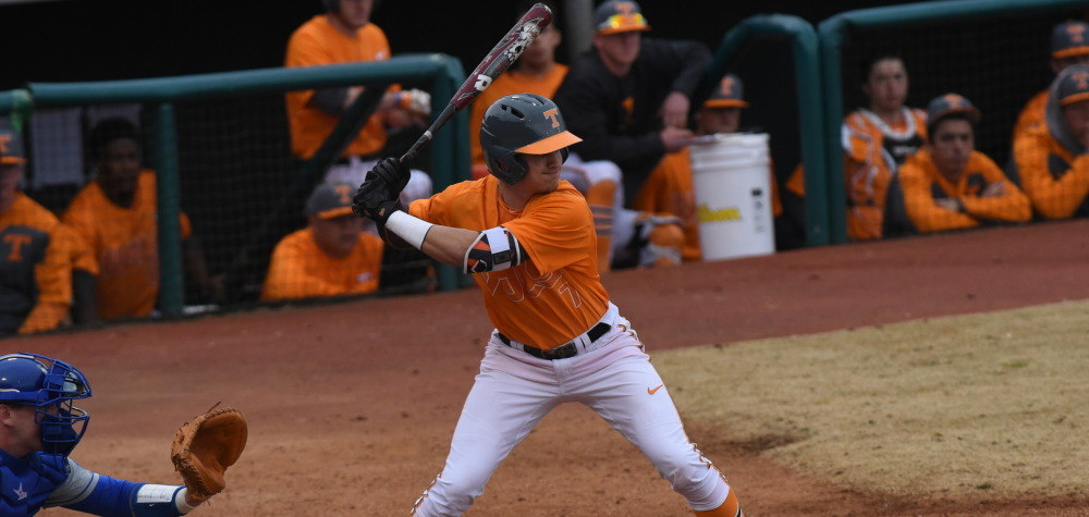 Nashville Sports News Vols defeat Gators in 10th Inning 3-2 1